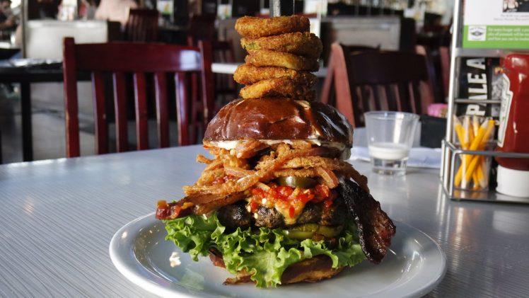 The Pickled Hog @ Slater's 50/50| The Burger Crawl – Ep. 63